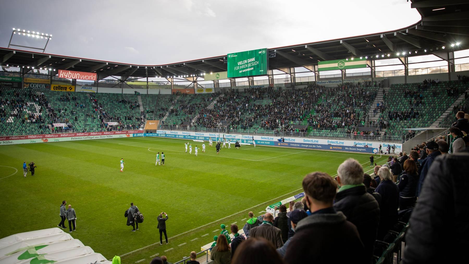 Für einen Besuch im Kybunpark braucht es ein Covid-Zertifikat. Fans können sich vor dem Stadion testen lassen – wohl auch während der Meisterschaft.