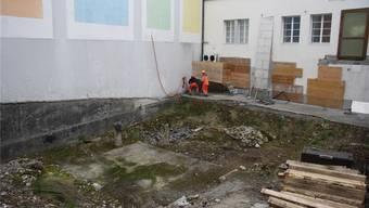 Lange ist der Hof inmitten des Manor-Warenhauses brachgelegen, jetzt wird er unterbaut.