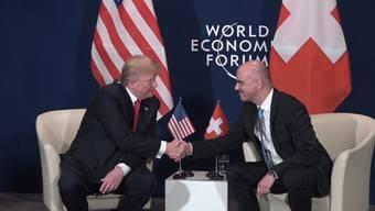 Präsident Donald Trump traf Bundesrat Alain Berset am WEF in Davos und schwärmte von der Schweiz. Die wichtigsten Momente aus dem rund fünf Minuten langen öffentlichen Gespräch.