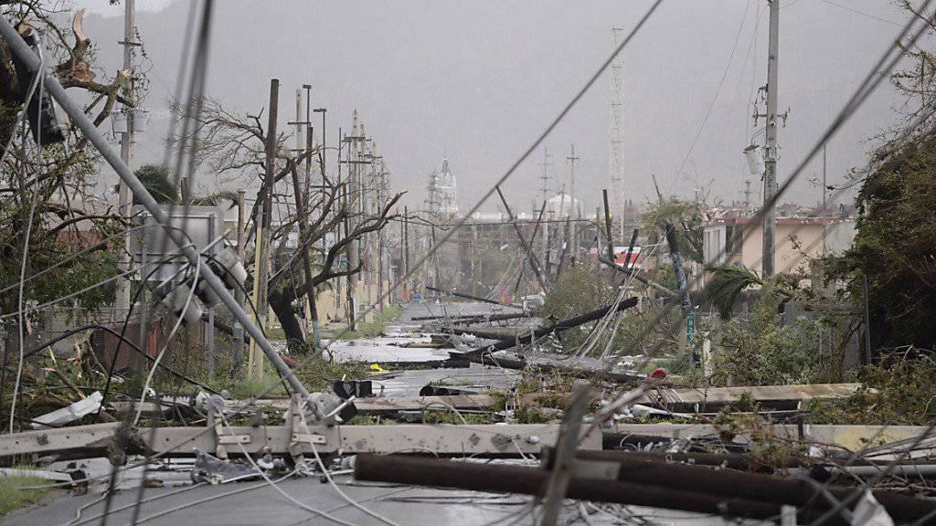 Der Hurrikan «Maria» hat in Puerto Rico einen Menschen das Leben gekostet. Zudem ist im ganzen Land der Strom ausgefallen.