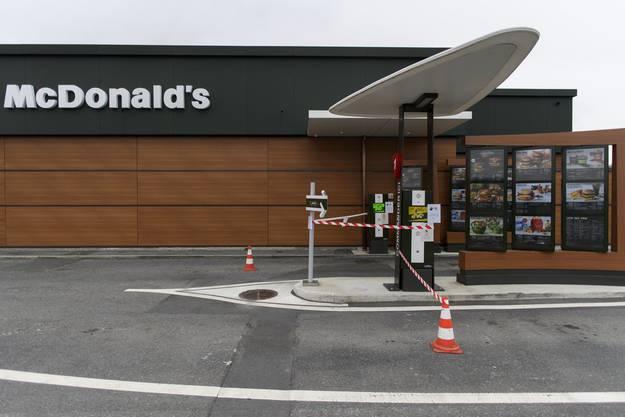 Geschlossenes McDonald's-Restaurant in Collombey.