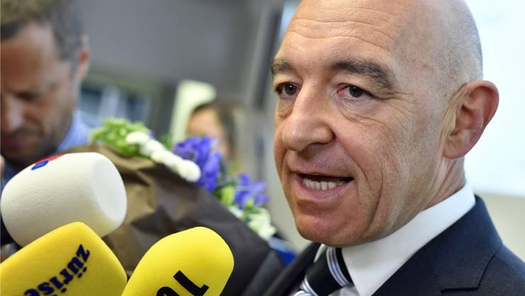 Der Sieger vor den Medien: Der mit einem Topresultat wiedergewählte Ständerat Daniel Jositsch (SP). Bild: Keystone