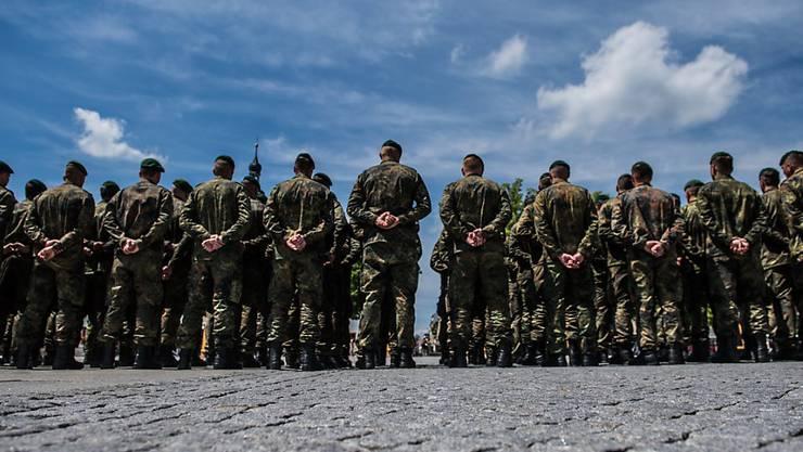 Vier Soldaten der deutschen Bundeswehr wurden entlassen weil sie an Aufnahmeritualen teilgenommen hatten. Sie klagten gegen die Entlassung - doch die war rechtens, entschied nun ein Gericht. (Archiv)