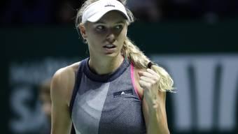 Da kommt die Faust: Caroline Wozniacki pusht sich zu ihrem ersten Sieg über Venus Williams