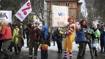 Die von der Juso Schweiz organisiert Demonstration im Dorf Davos musste ohne die rund 400 Protestwanderer auskommen.