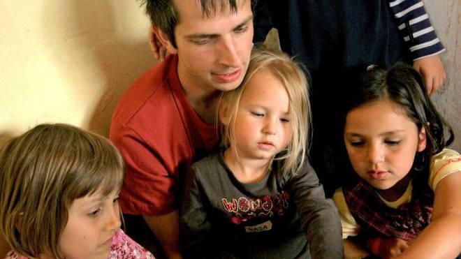Gemäss Betreibern von Krippen profitieren Kinder von männlichen Betreuern. Foto: IMAGO