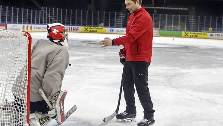 Peter Mettler (rechts) ist neuer Goalie-Trainer im HC Davos