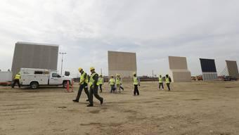 Bis jetzt stehen erst ein paar Grenzzaun-Prototypen nahe der mexikanischen Mauer in San Diego.