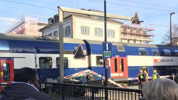 Die SBB melden einen «Vorfall mit einem Strassenfahrzeug» in Uster.