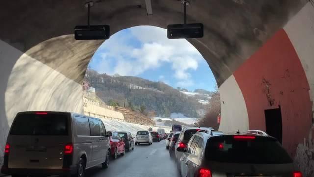 Autobahn A12 bei Châtel-St-Denis komplett gesperrt