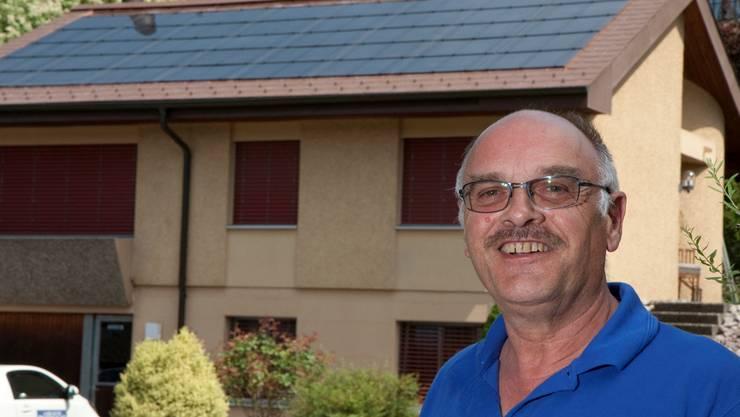 Hans Kaspar, Teufenthal hab am 8. Juli 2010 auf seinem Eigenheim die erste Photovoltaik-Anlage in Betrieb genommen. Total 40 Quadratmeter Panels-