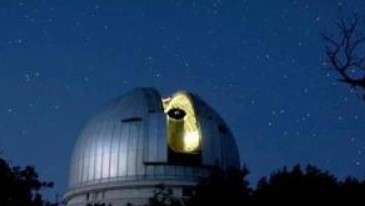 Entdeckt wurde der Planet mithilfe des gleichen Teleskops, mit dem auch der allererste Exoplanet identifiziert wurde.