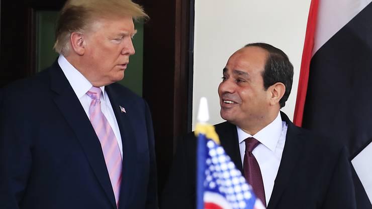 Starke Männer unter sich: US-Präsident Trump empfängt seinen ägyptischen Amtskollegen al-Sisi (rechts) in Washington. Der stets lächelnde ägyptische General kommandiert laut Beobachtern eine brutale Militärdiktatur, die Kritiker mundtot macht, einkerkert und foltert wie selten zuvor im Land am Nil.