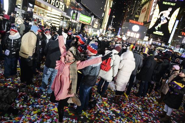 Bei minus 12 Grad Celsius haben Menschen in New York City - im Bild am Times Square - in das neue Jahr hineingefeiert.