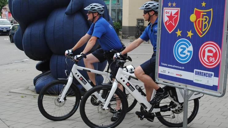Die Stadtpolizei Grenchen unterwegs auf E-Bikes.