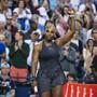 Serena Williams jubelt nach ihrem klaren Sieg gegen Naomi Osaka