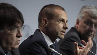 Coronavirus bereitet auch der UEFA Sorgen: Generalsekretär Theodore Theodoridis (li.) und Präsident Aleksander Ceferin informieren beim Kongress in Amsterdam
