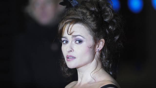 Helena Bonham Carter enstpannt sich bei der Arbeit (Archiv)