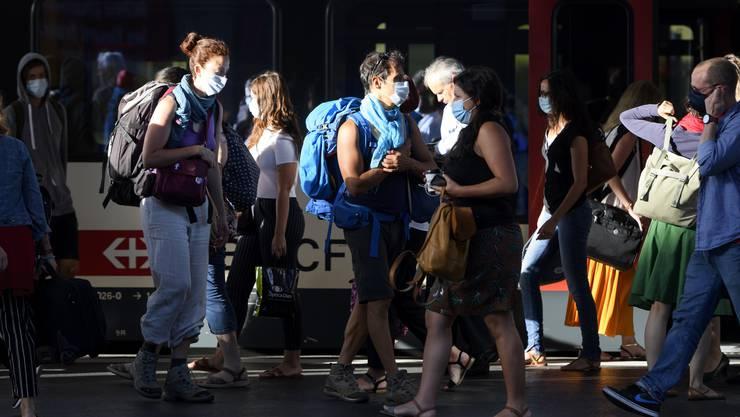 Fast alle Nutzer des öffentlichen Verkehr tragen eine Maske. Einen negativen Einfluss hatte die Pflicht nicht.