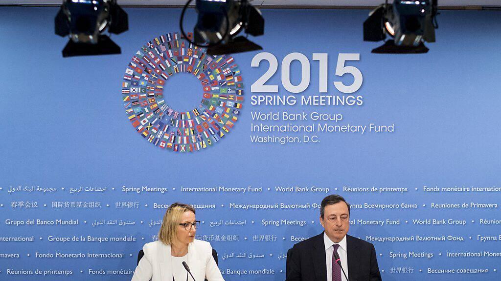 Die Credit Suisse hat zwei neue Geschäftsleitungsmitglieder berufen. Eine davon ist die frühere EZB-Kommunikationschefin Christine Graeff, hier im Bild neben ihrem früheren Chef bzw. dem jetzigen italienischen Regierungschef Mario Draghi. (Archivbild)