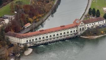 Der Energieversorger Axpo mit Hauptsitz in Baden im Besitz der Nordostschweizer Kantone sowie deren Kantonswerke soll ein neues Vertragswerk bekommen. Im Bild das Wasserkraftwerk bei der Insel Beznau in Döttingen. (Archivbild)