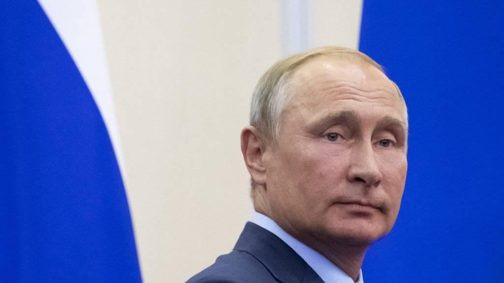 Mein Name ist Hase: der russische Präsident Putin gibt sich unwissend, was den Fall Skripal betrifft.