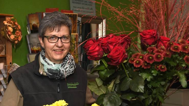 Doris Jenni, 55, Blumen Jenni Gärtnerei: Natürlich erhoffen wir uns mehr Laufkundschaft für unseren Laden. Dass die Leute wieder ins Städtli kommen und flanieren. Gut wäre natürlich auch eine Durchmischung der Geschäfte mit kleinen Lädeli, möglichst auch mit Lebensmittel-Läden. Aktuell kommen die Leute leider weniger nach Mellingen in die Altstadt, weil sie der Durchgangsverkehr abschreckt.