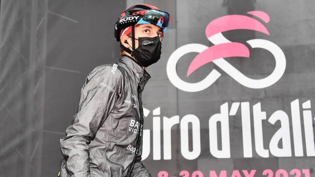 Gino Mäder kratzt am Giro d'Italia an einem Etappensieg und am Maglia rosa.