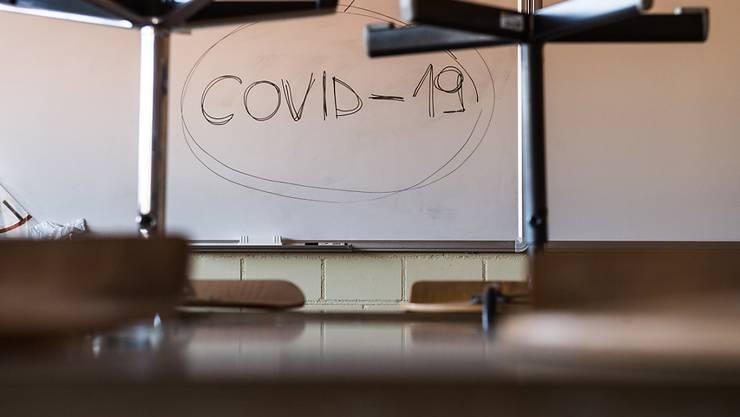 Mindestens zwei Tessiner Gemeinden wollen ihre Schule schliessen, und in Lugano und Locarno ist der Schulbesuch freiwillig. (Themenbild)