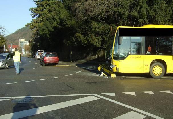 Zum Zeitpunkt des Unfalls befanden sich zirka 15 Personen im Bus.
