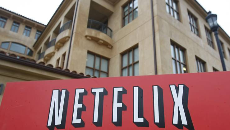 Der Aufruf, wegen des Coronavirus zu Hause zu bleiben, hat dem US-Konzern Netflix zahlreiche neue Kunden beschert. (Archivbild)