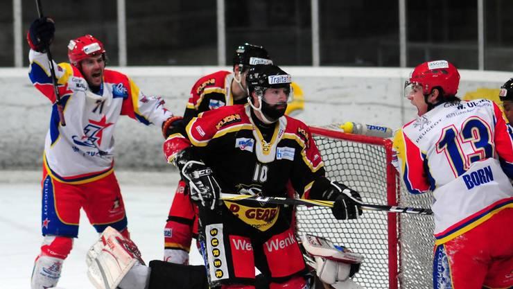 Zuchwil mit Marco Schlup (l.) und Fabian Born (r.) bejubelt das 1:0.