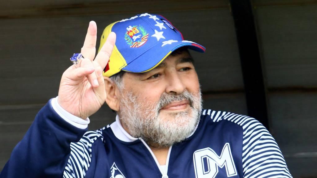 Bleibt doch Trainer des argentinischen Klubs Gimnasia y Esgrima: Diego Armando Maradona.
