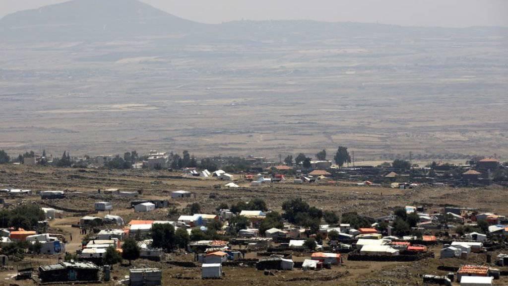 Sicht auf ein syrisches Flüchtlingslager in der Provinz Daraa in Nähe der Grenze zu Israel. (Archivbild)