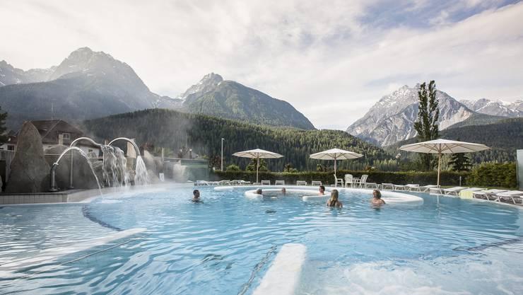Im Thermalbad Motta Naluns lässt sich auch das Alpenpanorama geniessen.