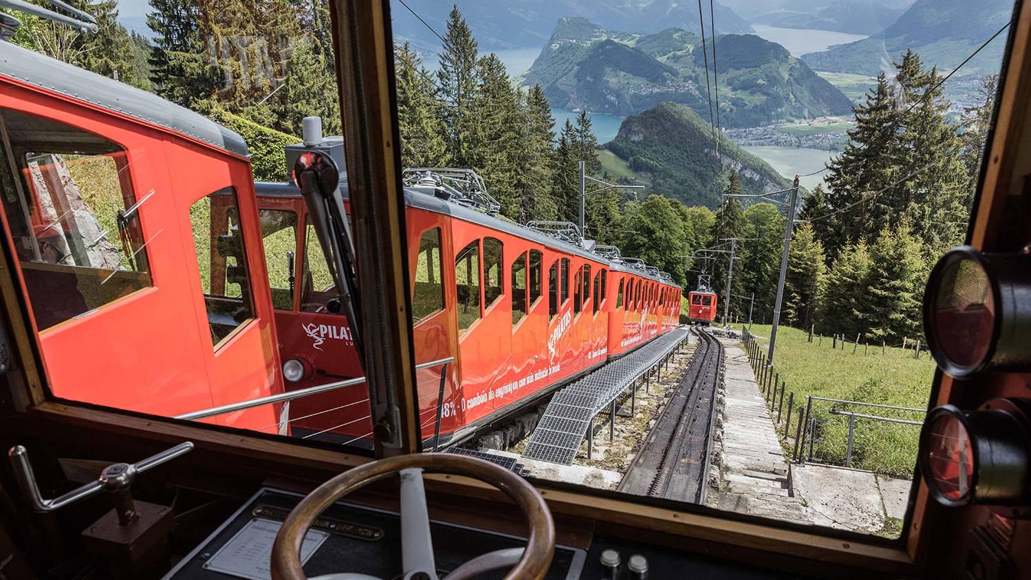 Was raus muss, muss raus. Dies dachte sich am Wochenende ein genötigter Tourist und sprang aus der Pilatus Zahnradbahn. (Archivbild)
