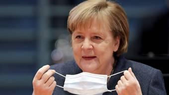 Maske auf: Bundeskanzlerin Angela Merkel verschärft die Coronamassnahmen in Deutschland.