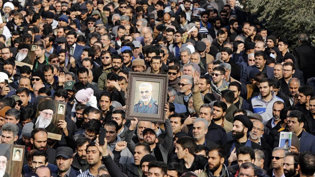 Teheran bestellt Schweizer Geschäftsträger ein – Bern mahntIran und USA zu Besonnenheit