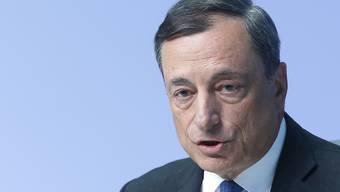 EZB-Präsident Mario Draghi prüft, ob er gegen die Beschlagnahmung von EZB-Unterlagen in einem Verfahren bei der slowenischen Notenbank rechtlich vorgehen kann. (Archivbild)