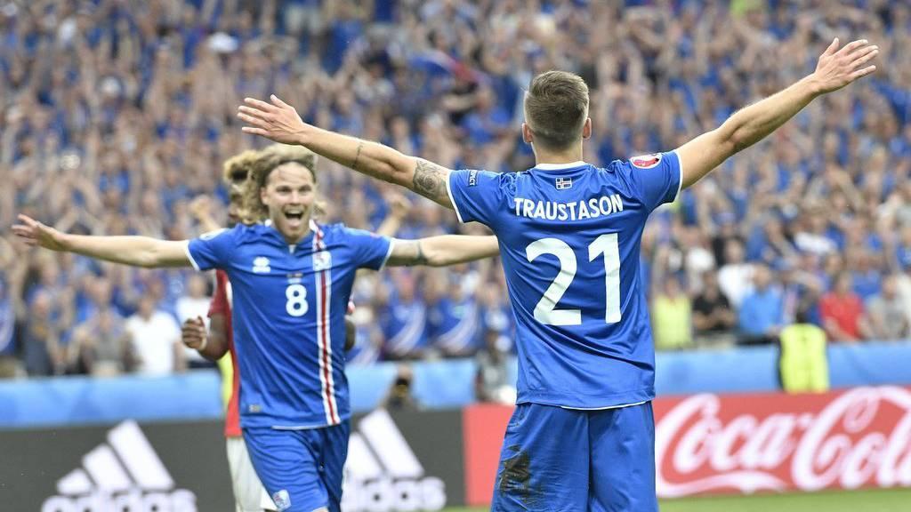Island jubelt beim Spiel gegen Österreich.