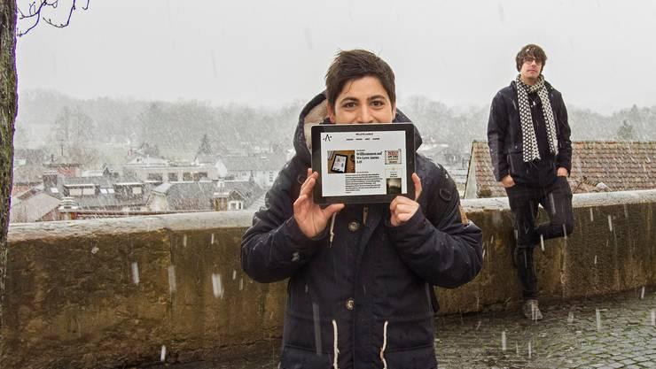 Weiss und aufgeräumt: Silvia Dell'Aquila präsentiert die überarbeitete Webseite «We Love Aarau», gestaltet von Grafikdesigner Andreas Ott.