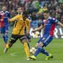 YB und Basel neutralisierten sich: YB-Stürmer Roger Assalé und Basels Blas Riveros im Zweikampf