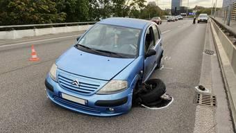 Der Verursacher eines Selbstunfalls entfernte sich daraufhin von der Unfallstelle.