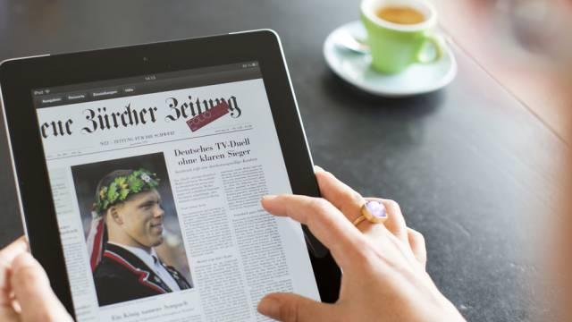 Eine digitale Ausgabe der NZZ auf einem iPad (Archiv)
