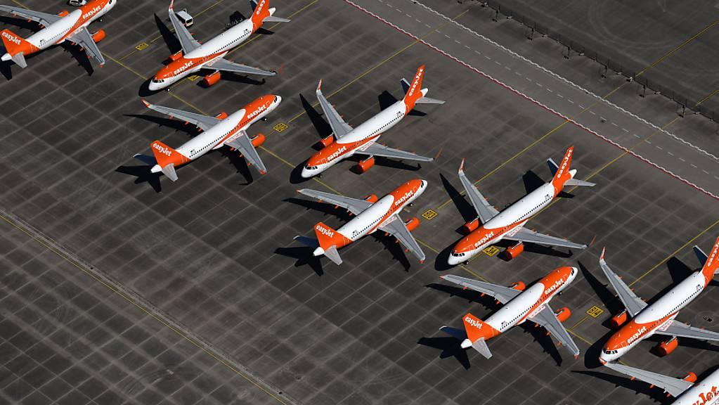 Easyjet verschafft sich mit Verkauf von Flugzeugen finanziell Luft. (Archivbild)