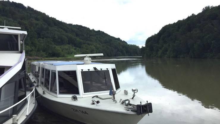 Das Angebot der Schifffahrts-Gesellschaft Züri-Rhy ist gross: So kann man seinen Bauch bei einer Grill- oder Brunchfahrt vollschlagen oder gleich selber ein Motorboot fahren.