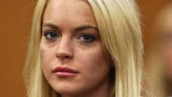 Lindsay Lohan streitet ab, die Halskette gestohlen zu haben (Archiv)