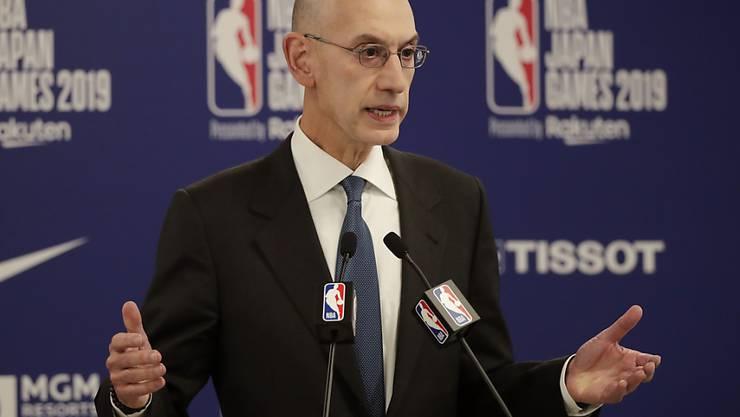 NBA-Commissioner Adam Silver will trotz weiter steigenden Corona-Infektionszahlen in den USA Ende Monat den Spielbetrieb geschlossen in Orlando wieder aufnehmen lassen