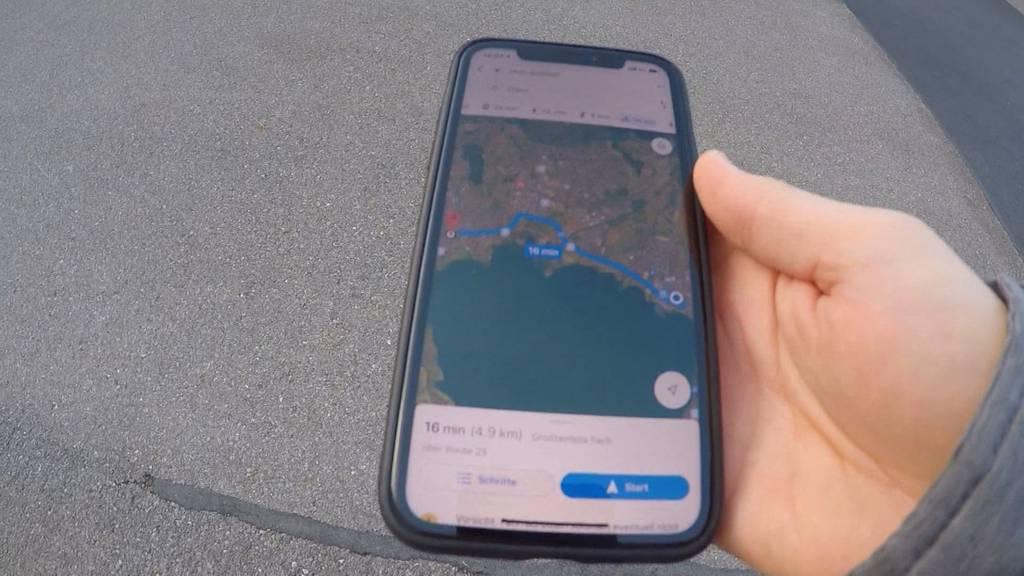 Velofahrer von GPS auf Autobahn geleitet