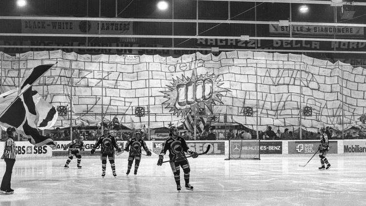 Grosse Lugano-Choreo 1990 vor einem Playoff-Finalspiel gegen den SC Bern.